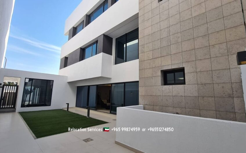 Modern brand new villas with 4masterbedrooms close to the Beach.